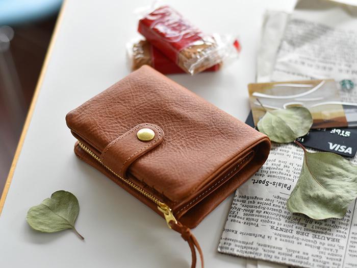 beb36563ac00 バッグや財布の中をスマートに♪シンプルで使いやすい「二つ折り財布 ...