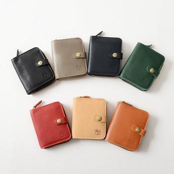 7色のカラー展開から選べる、「IL BISONTE(イルビゾンテ)」の二つ折り財布。コンパクトなサイズ感ながらも、機能性は抜群です。