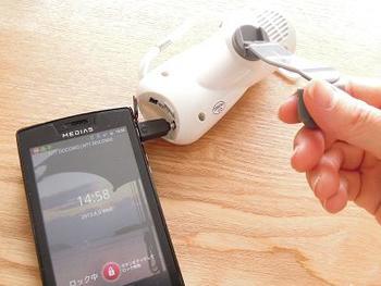 停電になった時、情報源としてラジオは有効な手段になります。充電用バッテリーも揃えておくと、スマホの充電も可能。多機能ラジオを用意しておくと、一台で何役にも活用してくれるのでおすすめです。