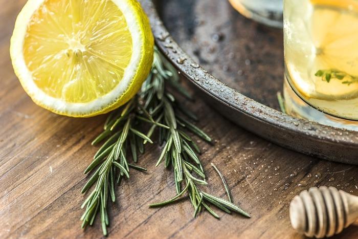 レモンなど柑橘系フルーツなどもビタミンCが豊富ですが、光毒性のある「ソラレン」が含まれますので、朝ではなく、夜に食べるのがおすすめです。