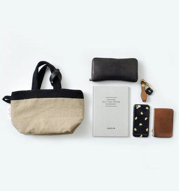 財布や通帳などの貴重品は、いざという時にすぐに持ち出せるようまとめておきましょう。普段から持ち歩いているバッグは、取り出しやすい場所や持ち出しやすい場所に収納する習慣を。