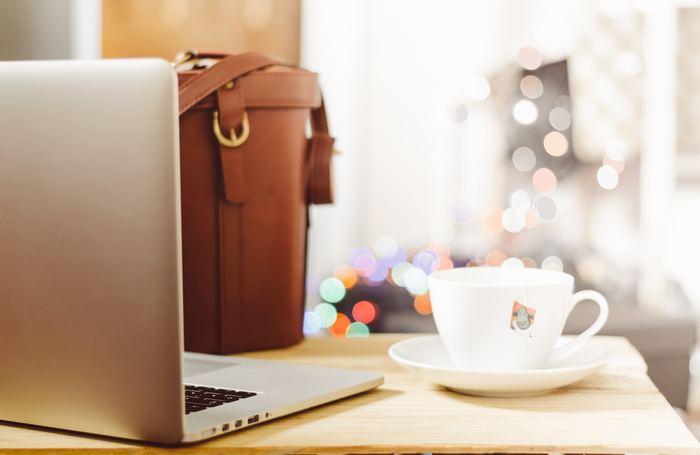 職場や自宅などずっと同じ場所や環境にいると、それだけで煮詰まってくることがあります。全てを諦めてしまう前に、少し環境を変えてみませんか?  パソコンを持ちだして、近くのカフェに移動してみる、もしくはたまには家で仕事をしてみる。リモートでできる仕事であれば、リフレッシュがてら試してみてください。