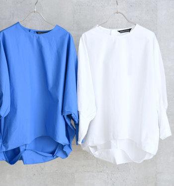 ロングシャツなら、ボトムスにインしたりニットの下に着たりとコーデのバリエーションが広がります。肩の力が抜けたオシャレ感を出してくれるアイテムです。