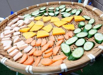 干しかごやザルにカットした野菜を並べて置いておくだけで、旨味が増したり食感が良くなる干し野菜。気になるレシピを見つけたら、さっそくおうちにある野菜でチャレンジしてみませんか?