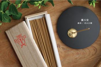 アロマキャンドルで香りを楽しむのも素敵ですが、ときには御香を焚いてみるのはいかがでしょうか?日本ならではの伝統的な香りから、エスニックなものまで種類も実にさまざまです。