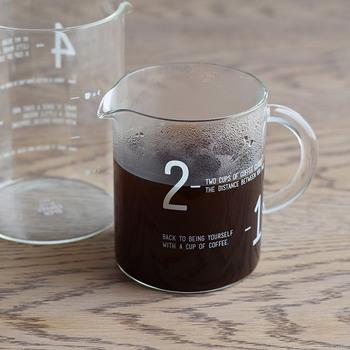 画像のタイプは2杯分が入るジャグで、容量は300mlです。事前にお湯の量を計らなくても、何杯分が出来上がっているか一目瞭然。4杯分入る600mlのタイプもあるので、家族の人数や普段飲む量で購入するサイズを決めるのがオススメです。