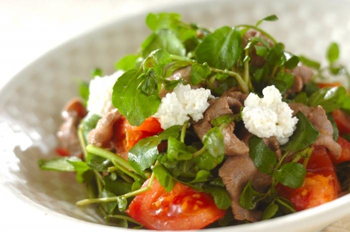 牛肉の中でもヘルシーな部位のモモ肉をしゃぶしゃぶにしてクレソンと和えた「牛肉とクレソンのサラダ」は高タンパク低脂肪。カラダが喜ぶサラダです!