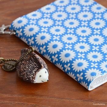 日本でも大人気の、スウェーデンを代表する陶芸作家リサ・ラーソン。彼女の作品の中でも人気があるハリネズミをモチーフにしたキーホルダーです。