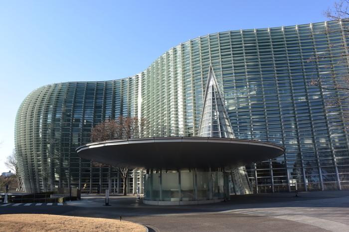 *黒川紀章設計・国立新美術館(東京)