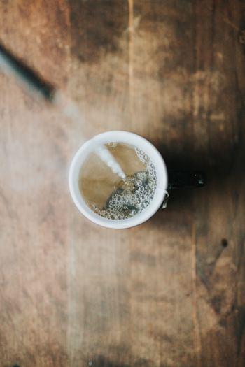 相手が誰であっても、「まあお茶でもどうぞ」とおもてなしする心を指す言葉です。身分や相手との関係性などにかかわらず、見知らぬ人にも先入観をもつことなく、迎え入れること。何が起こるか分からない現代では、実際には難しいかもしれません。大切なのは、その心のもちよう、ありようなのです。