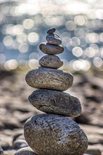 人生は限りあるもので、過ぎ去った時間を取り戻すことはできません。「歳月不待人」は、今しかできないことをする、それが後悔しない生き方であることを示唆しています。今、自分にとって大切なことは何でしょうか。優先順位を見極め、今しかできないことに全力を尽くすことが大切です。