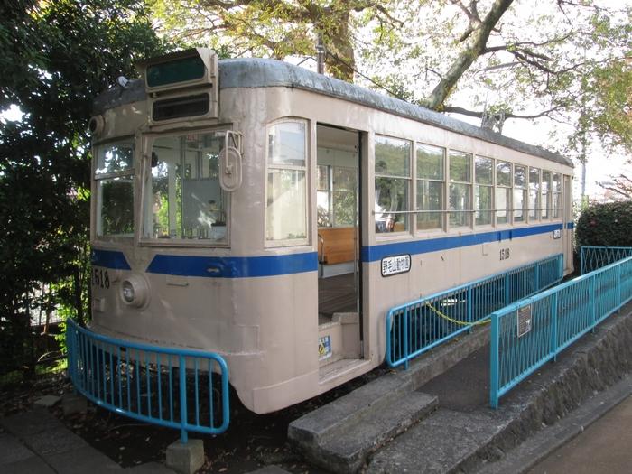 昭和46年まで横浜市内を走っていた市電が廃線後、園内に展示されています。動物園で歩き疲れたら、ちょっと座って休憩するのにちょうどいいスポットになっています。