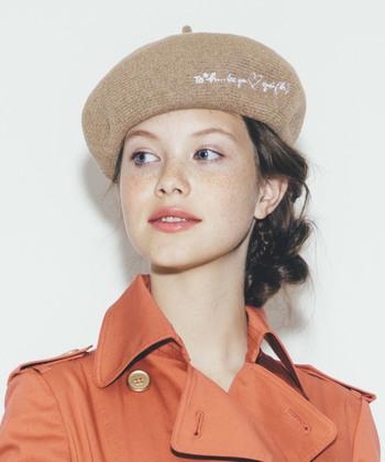 ベレー帽は1年中活躍するベーシックなファッションアイテム。ころんとした形がとても可愛く、被るだけで一気に垢抜けます。春は、麻やペーパーなどの風通し良い素材の物がおすすめです。