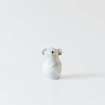目が合うと思わずきゅんとしてお家に連れて帰りたくなる、お家に迎えたくなるそんな動物がモチーフの花瓶もあります。ほっこり気持ちも安らぐそんな花瓶をご紹介します。