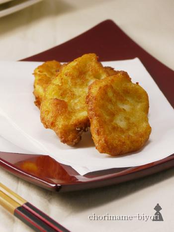お弁当のおかずやおつまみにピッタリ♪豆腐とはんぺんでつくるさつま揚げ。すり鉢にはんぺんを入れてすりおろし、豆腐や調味料を加えて揚げるだけでできあがり!豆腐とはんぺんには、良質なタンパク質が豊富に含まれているのも嬉しいメリットです。