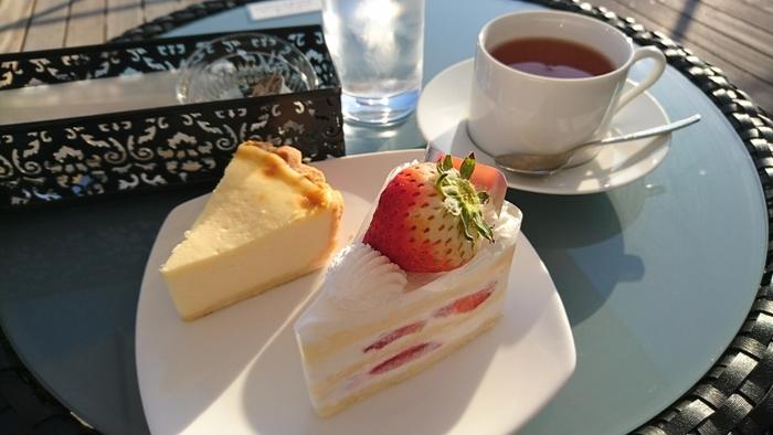 定番の「ショートケーキ」も優しい甘さにしっとりしたスポンジの逸品です。他にもたくさん種類のケーキがありますので、ぜひ自分のお気に入りを見つけてみてくださいね。鎌倉の町や相模湾をぐるりと見渡す一大パノラマと共に、素敵なアフタヌーンティーをお楽しみください。