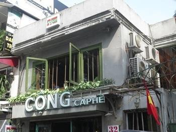 ベトナムらしい共産主義のカラーを色濃く出しているカフェ。プロパガンダアートなどが飾られた内装も、独特の雰囲気です。