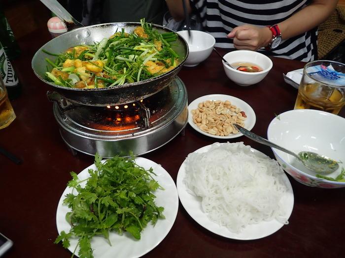 チャーカーという魚を使ったハノイの名物です。米から作った麺、ブンと一緒に。