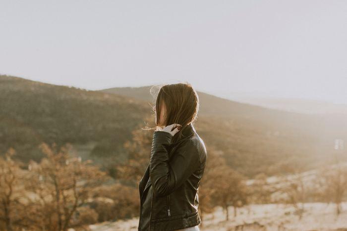 片付けや整理を失敗しないために、知っておきたいことをご紹介しました。大切なのは「捨てる」ことを目的にするのではなく、自分にとって本当に必要なものを「選ぶ」ことです。ご紹介したヒントをご参考に、ミニマムライフやシンプルライフ、丁寧な暮らしなど、スマートな暮らしを叶えてくださいね。