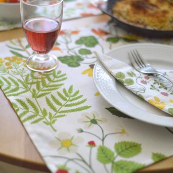 ランチョンマットも緑の息吹で華やかに! メニューはいつもと変わらなくても、見た目に春らしい食卓に様変わりします。