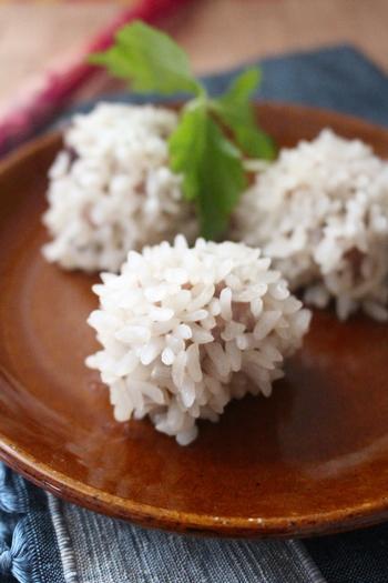 乾物の旨みがぎゅっと詰まったもち米しゅうまい。包まなくていいので、普通のしゅうまいより手軽に作れます。