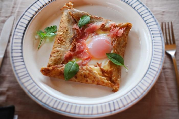「まるくて薄いもの」を意味するフランスのブルターニュ地方の郷土料理「ガレット」。