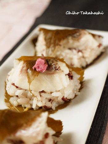 一見桜もちみたいな春らしい料理。お祝いやお花見の席にぴったりです。
