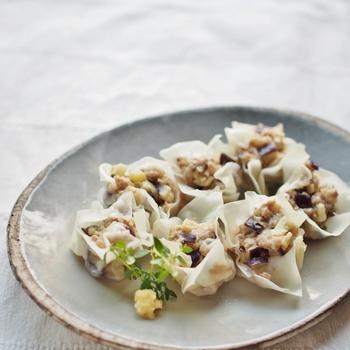 豚挽肉と茄子だけのシンプルなしゅうまい。挽肉の旨みを吸った茄子が美味です。