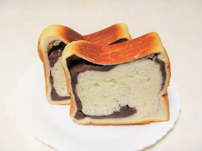 「あん食パンといえばパンテス」と地元で知られる、お店自慢のあん食パン。生地を低温で25時間以上寝かせることで、もっちり、しっとりとした食感に。かみしめるほどに小麦と小豆の風味が口いっぱいに広がります。