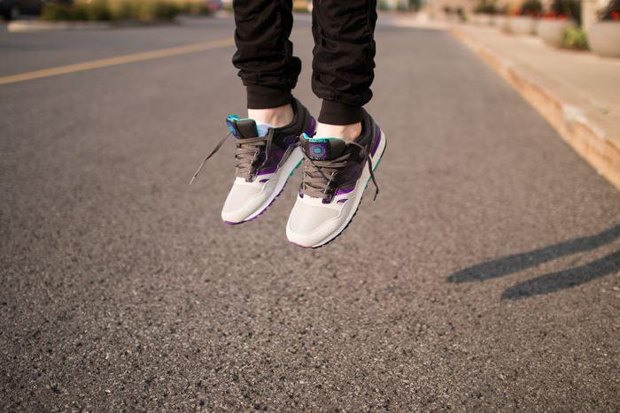 スニーカーなどもよく履くカジュアルなファッションがお好きな方にはくるぶし丈の靴下がおすすめです。スニーカーとパンツの間にすきまができ、アクティブな印象になります。デザインだけでなく、機能性にもこだわりたい方へおすすめの靴下をご紹介します。