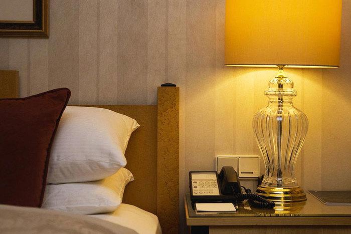 来客者が宿泊できるゲストルーム『ザ・スウィート』は、例えば遠方から家族が遊びに来た際に是非利用したい施設。家族とはいえ、お互い気を遣わずにゆっくり休める場所を用意するのは大切な心遣いです。ホテルのようなしつらえの落ち着いた空間は、おもてなしにぴったり。今までよりも気軽に遊びに来られることで、絆はより深まりそうですね。 (※画像はイメージです)