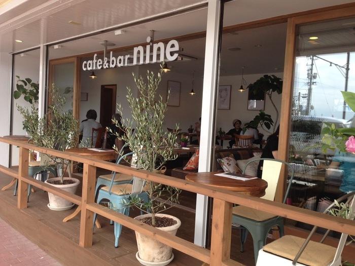 ナチュラルな雰囲気に癒される「nine」は、国道9号線にあることから名づけられたそう。海鮮が味わえる唐戸市場から徒歩2分のところにあるので、食後の一杯やカフェタイムもぴったりです♪