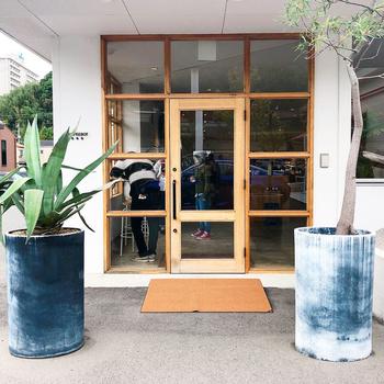 「コーヒーボーイ 新下関店」は、今話題のおしゃれカフェです。自然派菓子工房の「アンシャーリー」との合同店になっていて、それぞれ自慢のコーヒーとスイーツを一緒に楽しめるのが魅力です♪