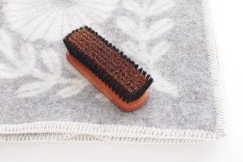 ブラッシングで汚れを落としたり、生地の毛玉を防ぐこともできます。お洋服と同じようにお手入れして。