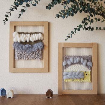 最近、日本でもインテリア好きの間で注目されている、海外で人気の「ウィービング」。組み立て式の織り機に、色々な糸や毛糸を織り重ねた立体感のあるタペストリーです。アート作品のような見た目と、ナチュラルなぬくもり感で、お部屋が海外インテリア風にグレードアップしそう。こちらも使う糸類がセンス良く一式揃っているので、安心して織る工程を楽しめます。 (目安時間:1セット約1.5時間)