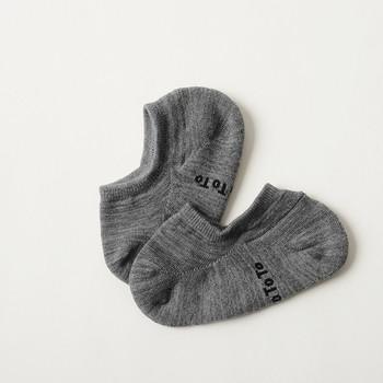 """国内一の靴下の生産量を誇る奈良県で生産されている靴下「RoToTo(ロトト)」は、""""一生愛せる消耗品""""がコンセプトの高品質ソックスブランドです。吸水・速乾性に優れる機能性素材を採用しており、長時間の使用にもぴったりなのでお仕事で使われる方にもおすすめです。"""