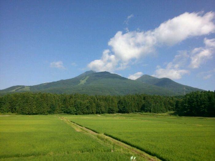 """福島のシンボル「磐梯山」は、山ガールに人気の山。2007年には日本の地質百選に選定、2011年には日本ジオパークに認定されていて、その美しい様子は""""会津富士""""とも呼ばれています。"""