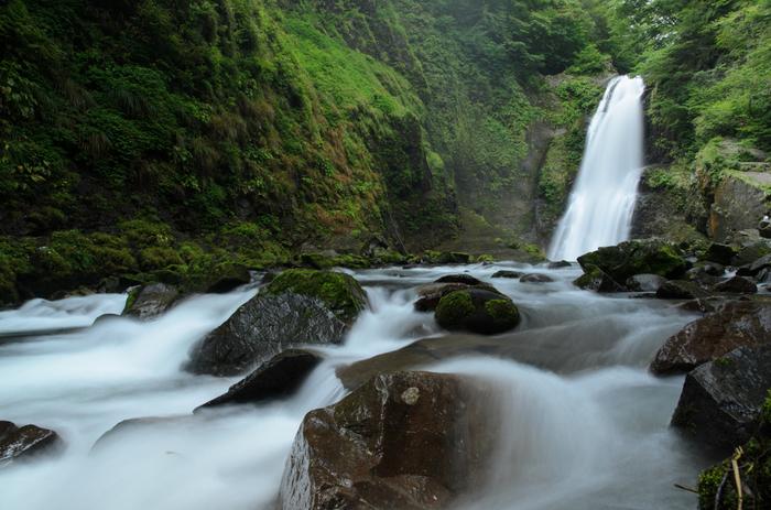 雨上がりの秋保大滝もおすすめ。新緑の清々しさが心地よく、リフレッシュできますよ。