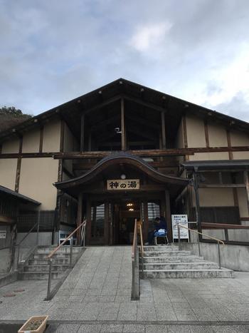 蔵王の高台、標高300mの高原にある「遠刈田温泉(とおがったおんせん)」は、1601年(慶長6年)に発見されたと言われる秘湯で、湯治場としても知られています。
