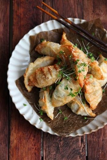 一口食べれば、ぷりっぷりのエビとチーズが味わえる「えびとチーズの揚げ餃子」。大人も子供も喜ぶレシピです。