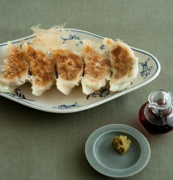 白菜やキャベツの代わりにもやしで作る「もやし餃子」はシャキシャキ食感が新鮮です。柚子胡椒との相性も抜群。