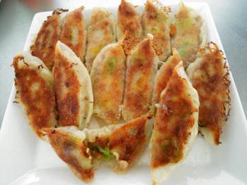 とってもヘルシーな「納豆アボカドツナ餃子」は何個でもパクパクいけちゃう不思議な美味しさ♪