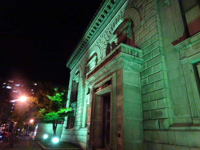 四棟の歴史的建造物からなる複合的な芸術空間「小樽芸術村」。小樽が栄華を誇っていた頃と同時代の世界の美術品や工芸品等が展示されています。
