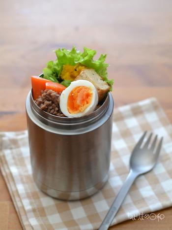 煮卵は味わい深いグルメですが、意外と簡単にできちゃいます。料理にかけられる時間に合わせて妥当なレシピを選ぶのも良いですね。おうちごはんからお弁当まで、いろいろ活用してみてください♪