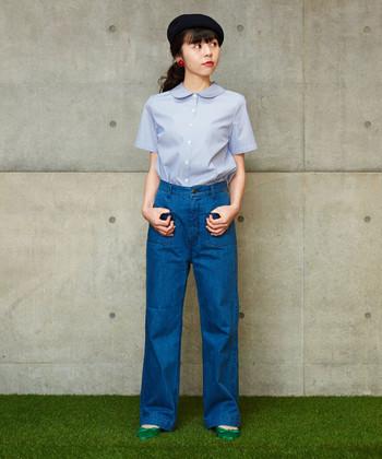 丸襟がレトロでかわいいシャツ風ブラウスは、きりっとストライプ柄で甘辛ミックスな印象。コンパクトなつくりなのでパンツにスカートにとボトムを選ばず使えそう。