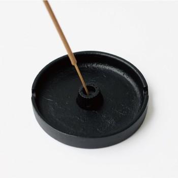昔から日本の暮らしの日常にあったお香。そんなお香が、今の暮らしに合うようにデザインされているアイテムは、昔ながらの良さと現代の感性がマッチしてとっても素敵です。