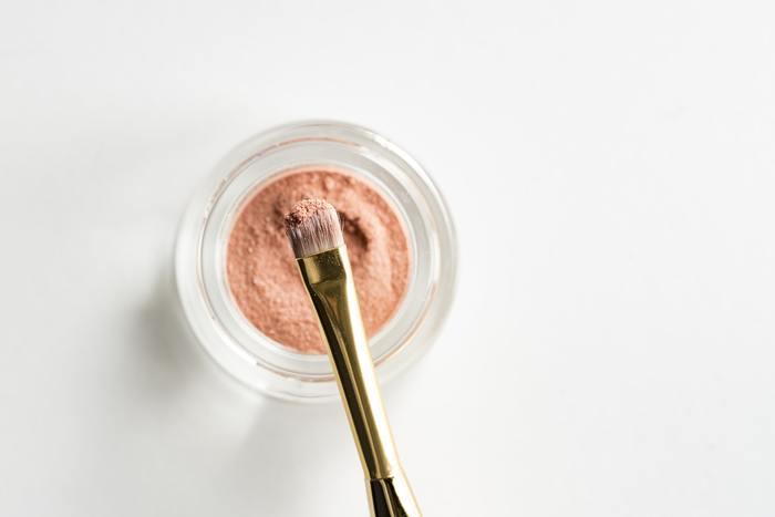 洗顔や化粧水など、スキンケアも毎日のことです。日によって華やかなカラーのリップやアイシャドウに代えてもスキンケアは変えない、という方も多いのではないでしょうか。