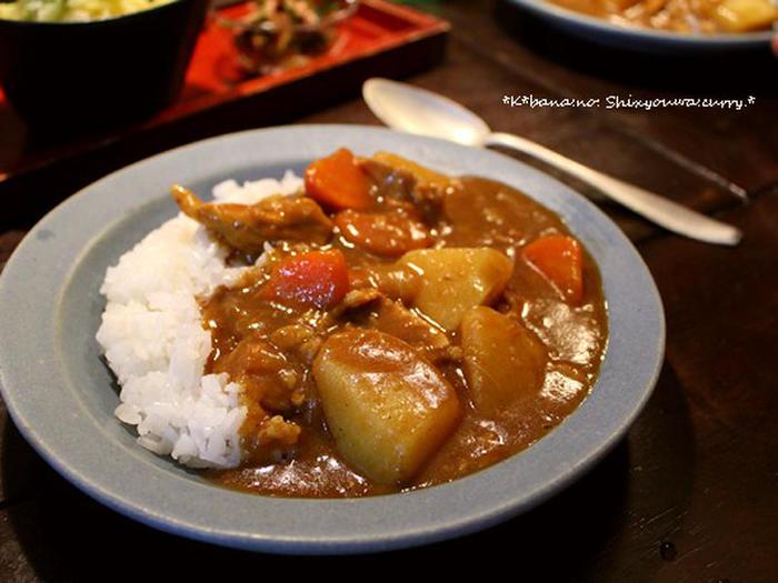 本場のおいしさに近い本格カレーが人気の現代でも、ときどき無性に食べたくなる昔懐かしい昭和カレー。なじみ深い日本の味ですね。
