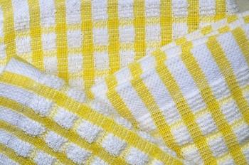 素材の中でも特にコットンやリネン素材などの天然繊維のふきんは、煮洗いをすると、キレイになるだけでなく殺菌もできて◎。