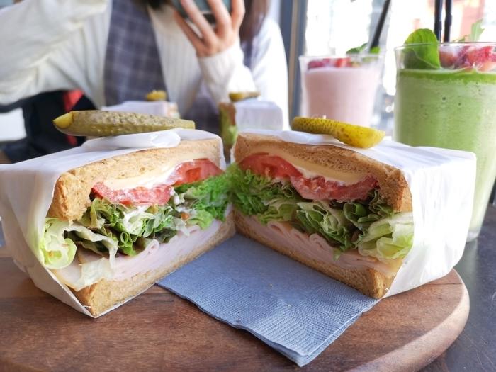 ボリューム満点で見た目もおしゃれ♪都内で人気の「個性派サンドイッチ」6選
